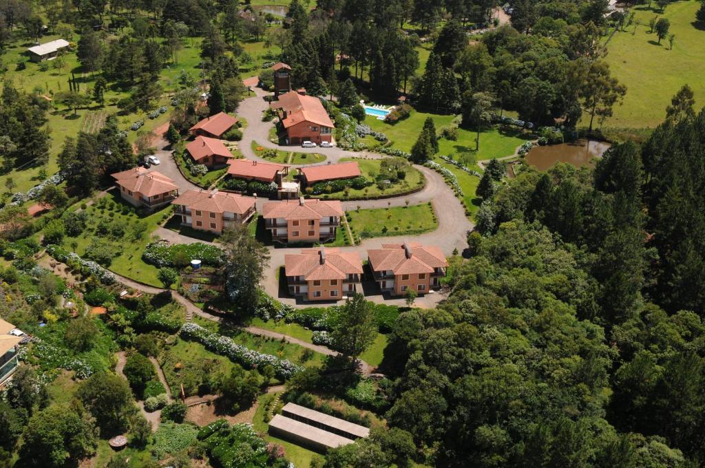 Uma vista aérea de Hotel Bangalôs da Serra