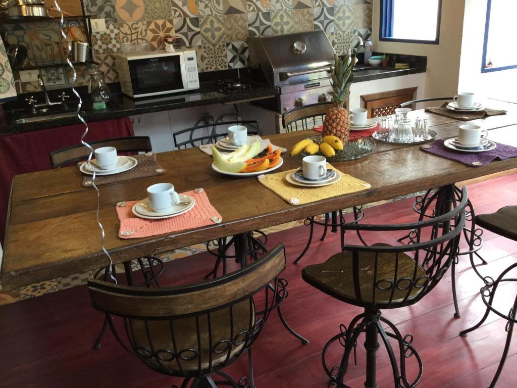 Um restaurante ou outro lugar para comer em Viva Chico Rei Hostel