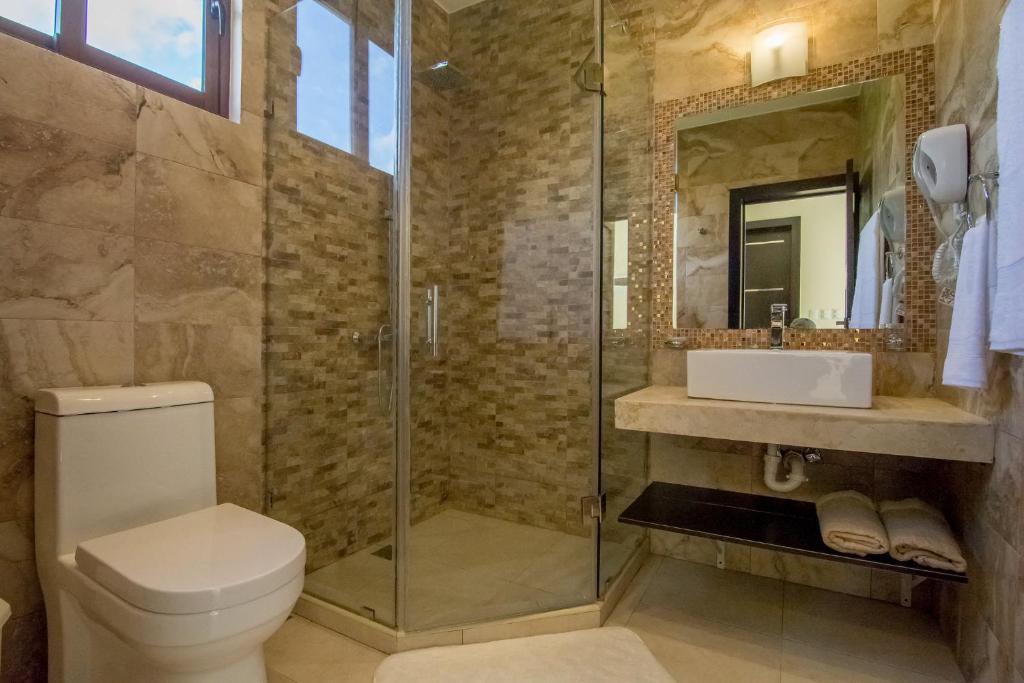 Un baño de Caribbean Diamond Boutique Hotel