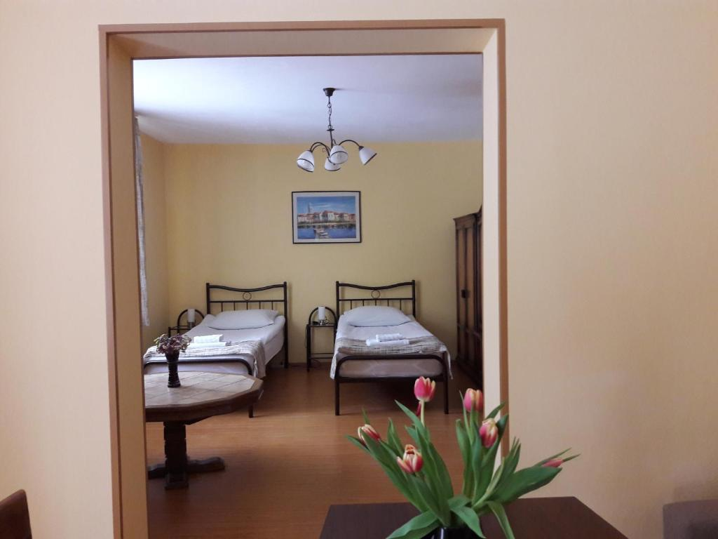 Garden Apartment Ruman A Timisoara Booking Com # Muebles Rumanos