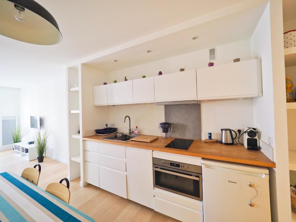 appart luz centre ville fran a saint jean de luz. Black Bedroom Furniture Sets. Home Design Ideas