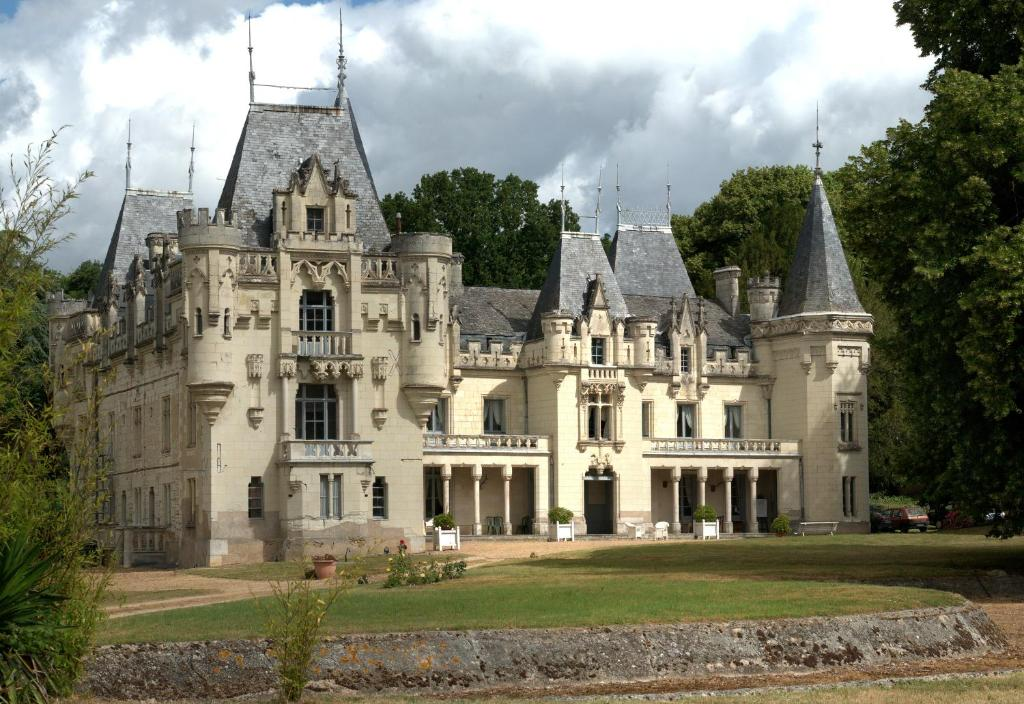 Top deals chateau de salvert gites neuill france for B b gites france