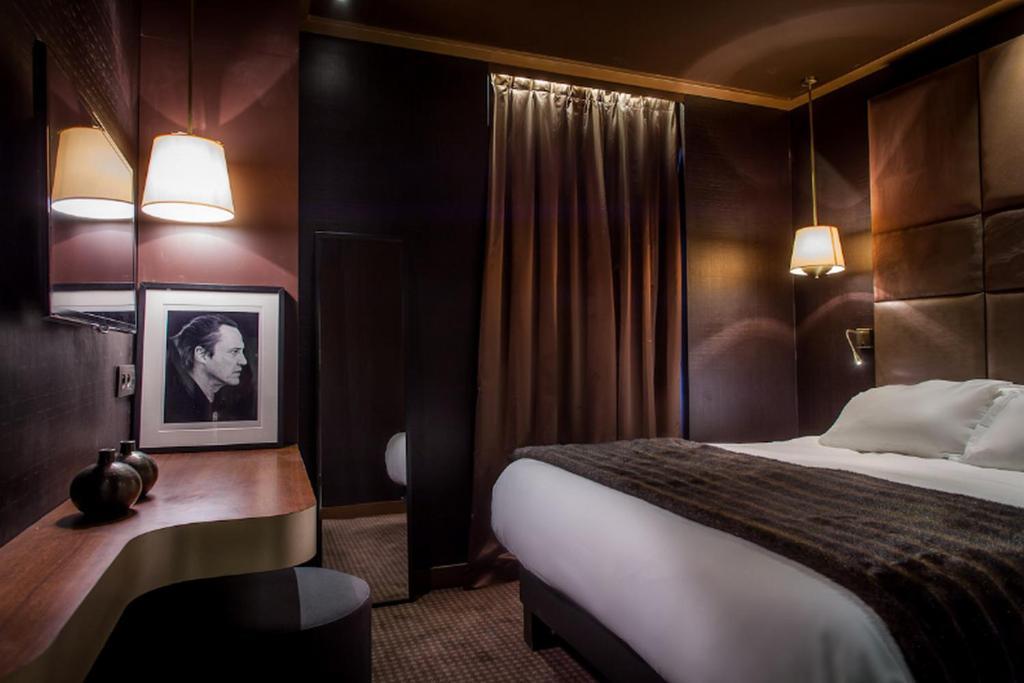 מיטה או מיטות בחדר ב-Hotel Armoni Paris