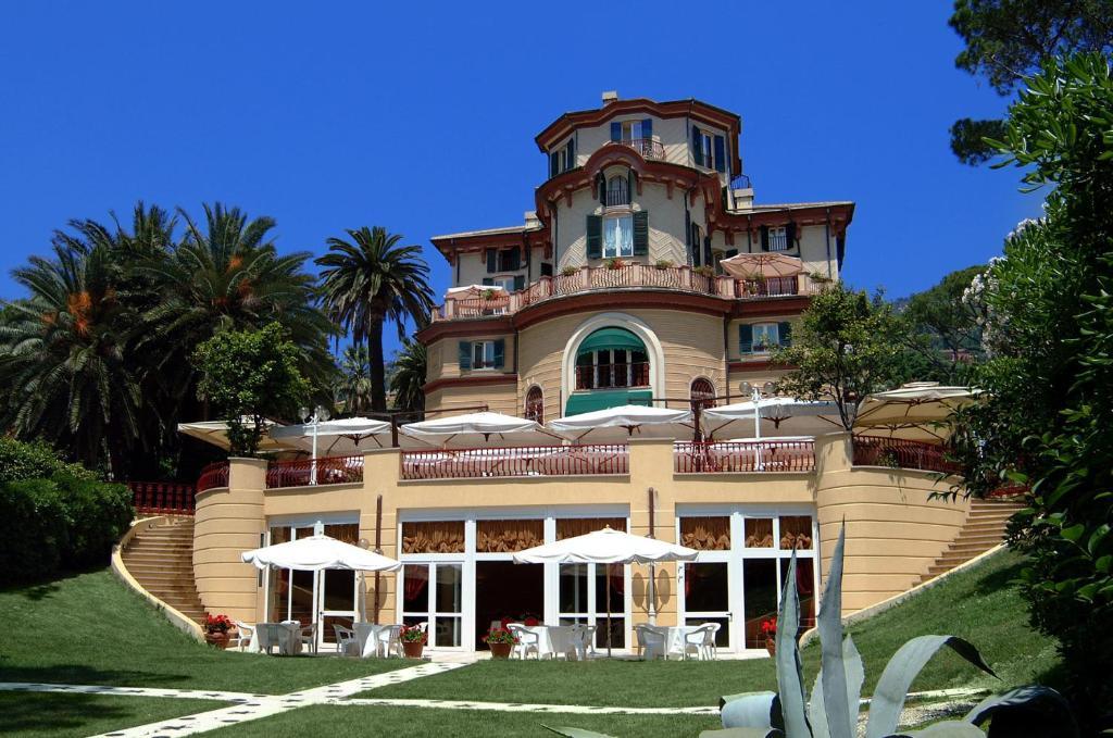 Romantic hotel villa pagoda italia g nova for Intimate hotel