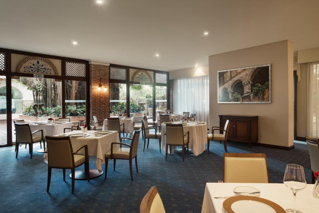 """Un restaurant u otro lugar para comer en El Embajador, a Royal Hideaway Hotel """"Newly Renovated"""""""