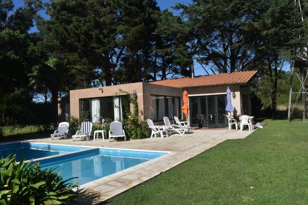 5063961ab735c Casa de vacaciones Casa con Piscina en Playa Chapadmalal (Argentina ...