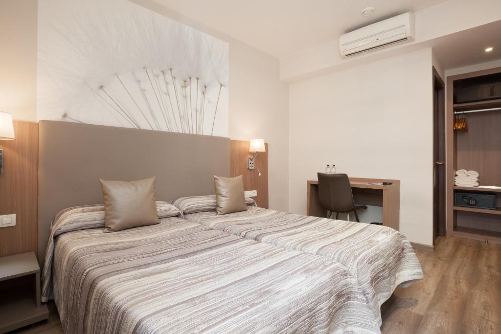 Cama ou camas em um quarto em Hostal Centric