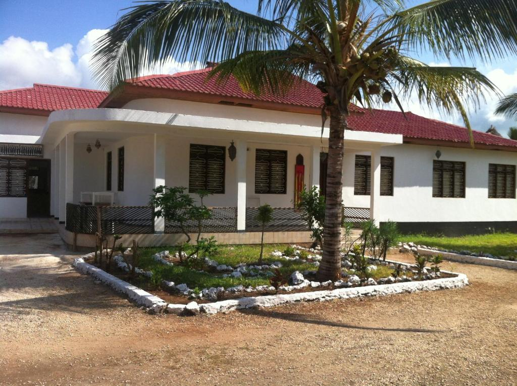 Family House For 6 People With Breakfast And 2 Pools