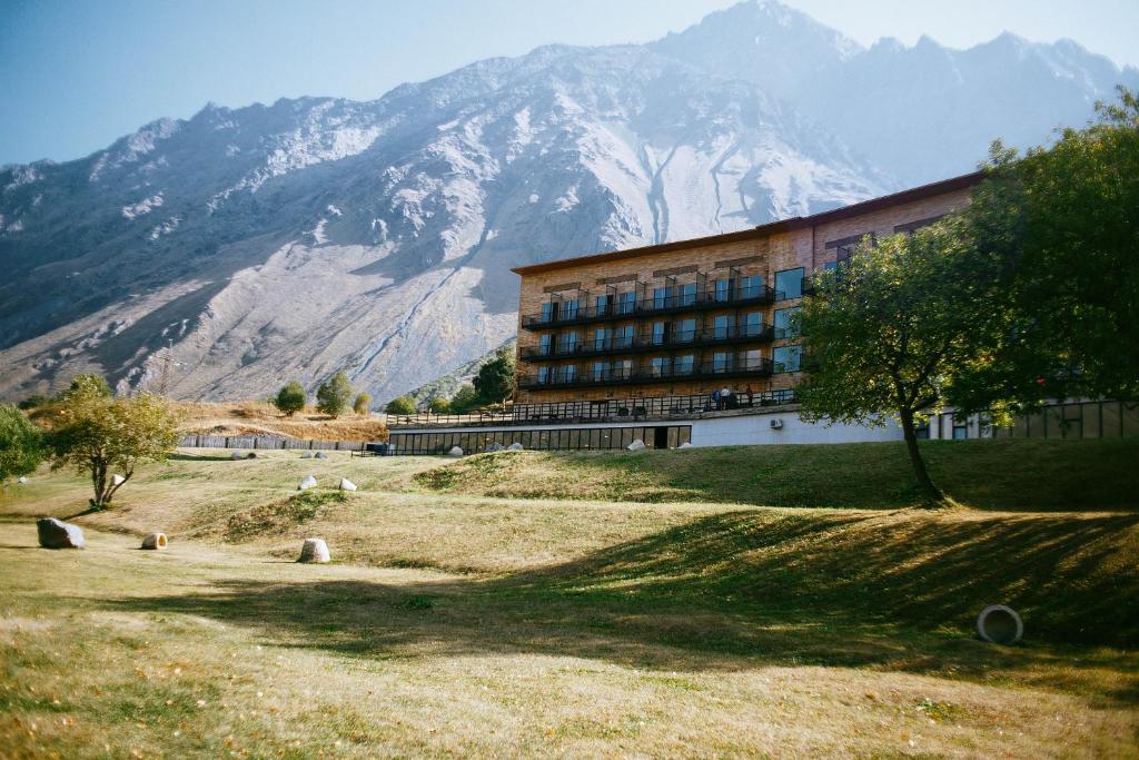 Resultado de imagem para Rooms Hotel Kazbegi