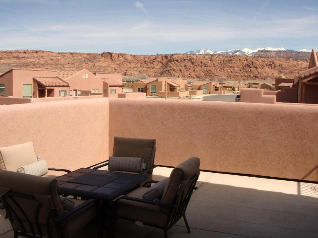 Vacation home lodging vacation rentals moab ut for Moab utah cabins