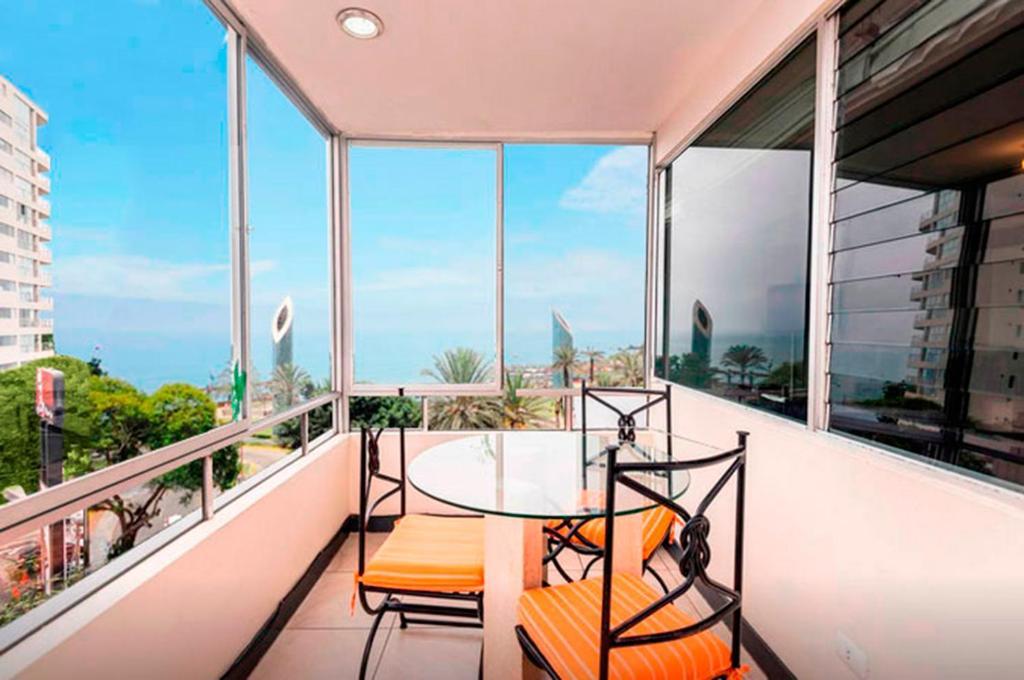 מרפסת או טרסה ב-Apartment in Miraflores next to Larcomar