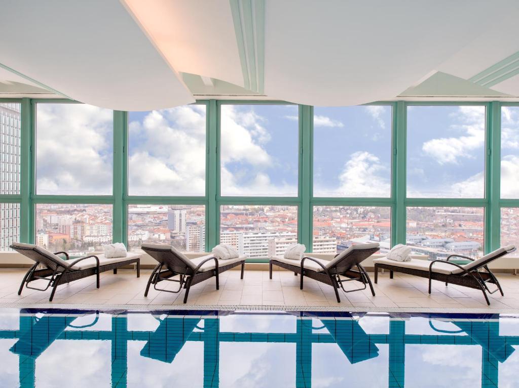 A piscina localizada em Panorama Hotel Prague ou nos arredores