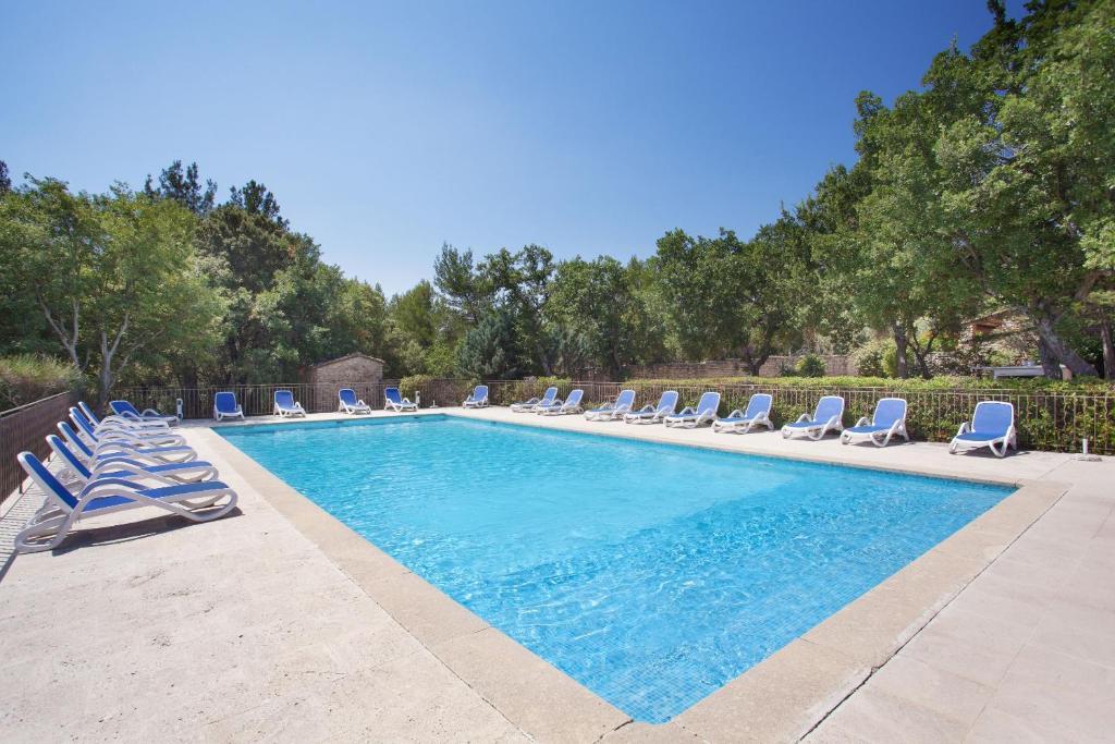 A piscina localizada em Résidence Prestige Odalys La Bastide des Chênes ou nos arredores