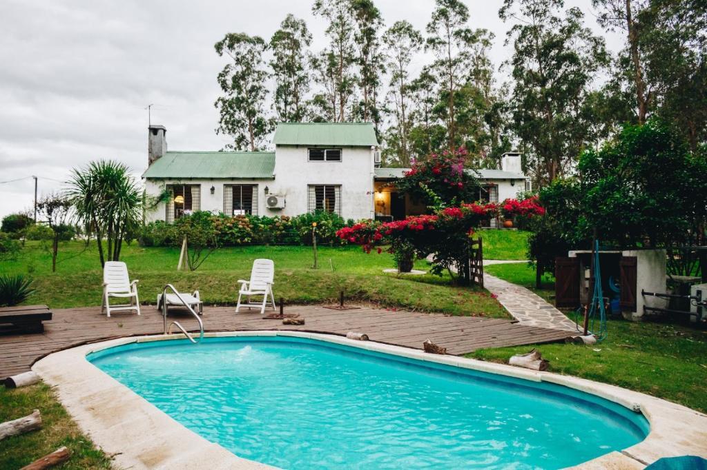 Casa de campo con piscina y bosque uruguai montevid u for Fotos casas de campo con piscina