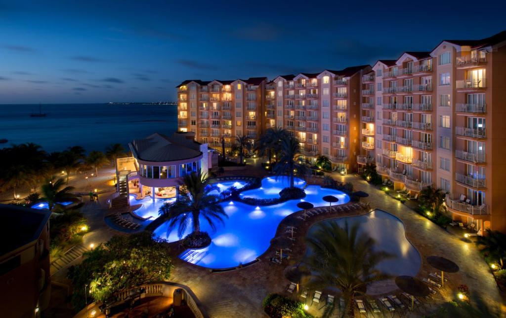Uma vista da piscina em Divi Aruba Phoenix Beach Resort ou nos arredores