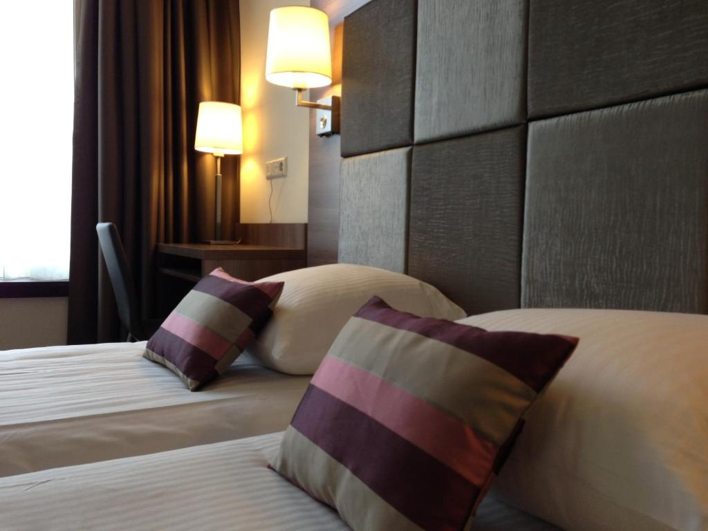 Amsterdam hotel reviews cordial hotel dam square netherlands for Cordial hotel amsterdam