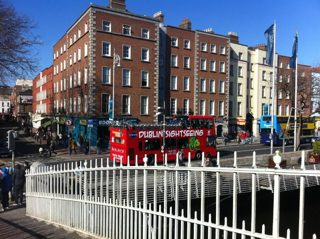 Apartment half penny bridge apt dublin ireland for Appart hotel dublin