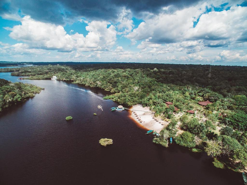 Uma vista aérea de Amazon Ecopark Jungle Lodge
