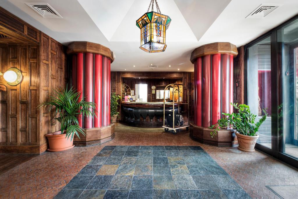 O saguão ou recepção de Hotel Colony