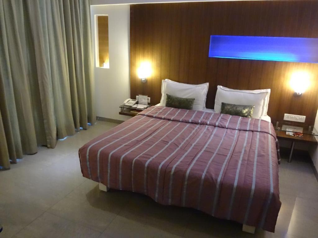 Hotel Vihang's Inn Review