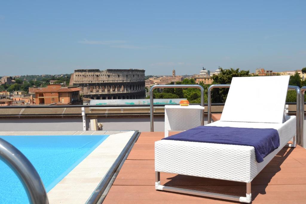 A piscina localizada em Mercure Roma Centro Colosseo ou nos arredores