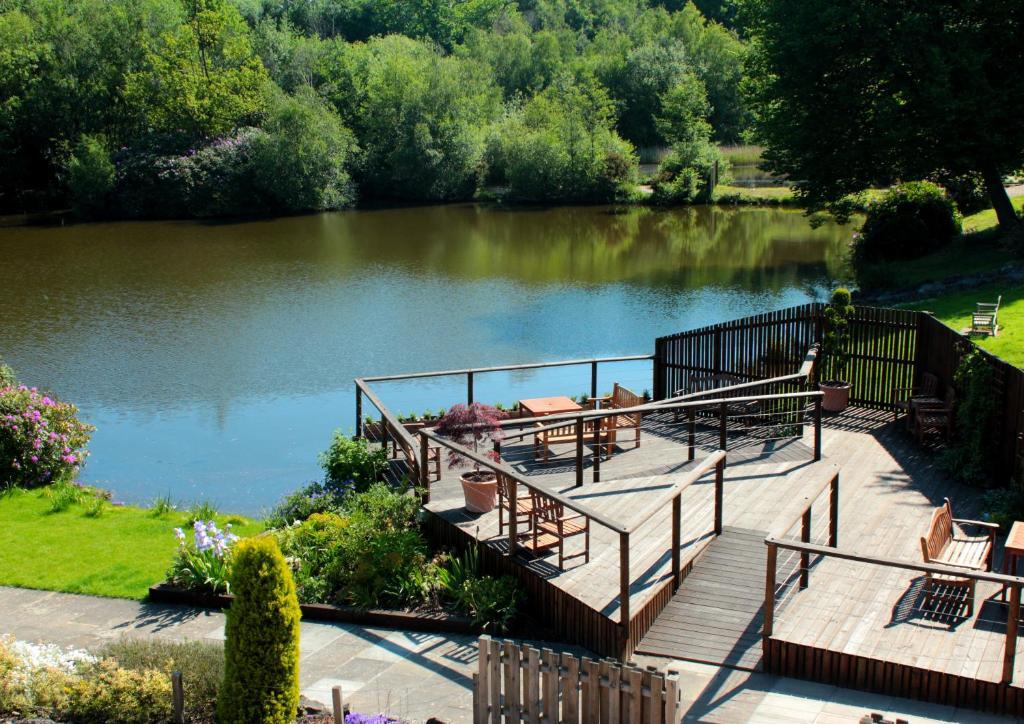 Tầm nhìn ra hồ gần khách sạn
