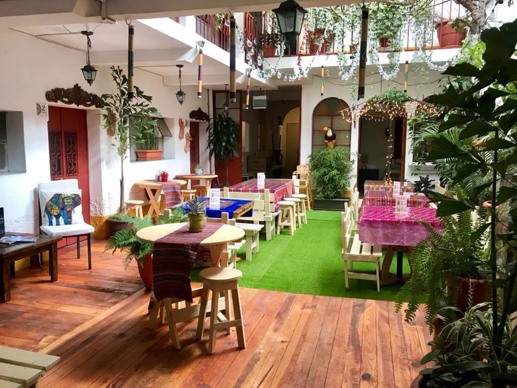 מסעדה או מקום אחר לאכול בו ב-Hostel La Quinta