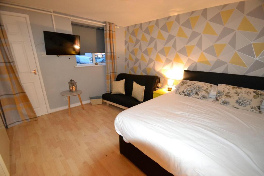 Giường trong phòng chung tại Claremont Mews