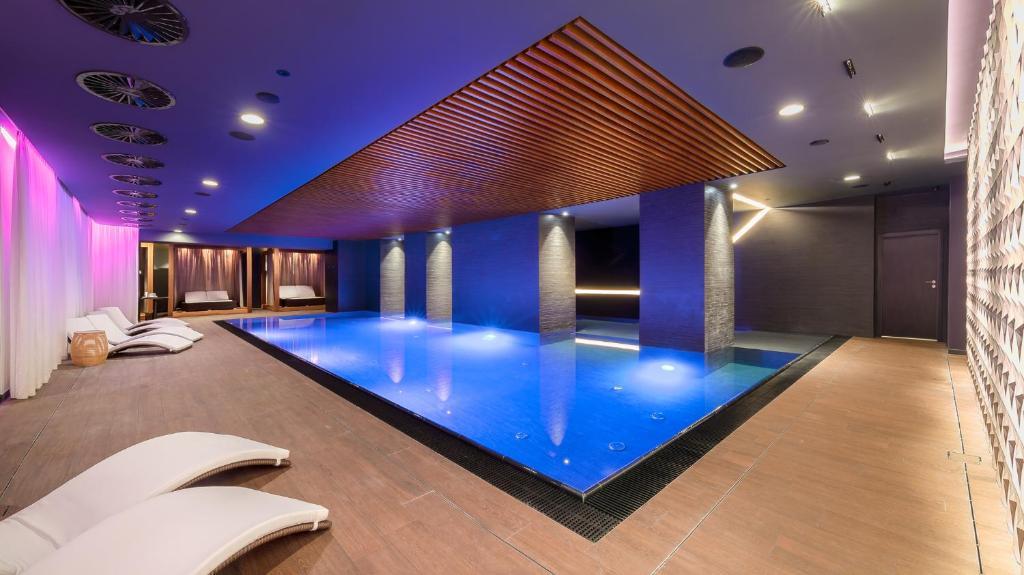 A piscina localizada em President Hotel ou nos arredores