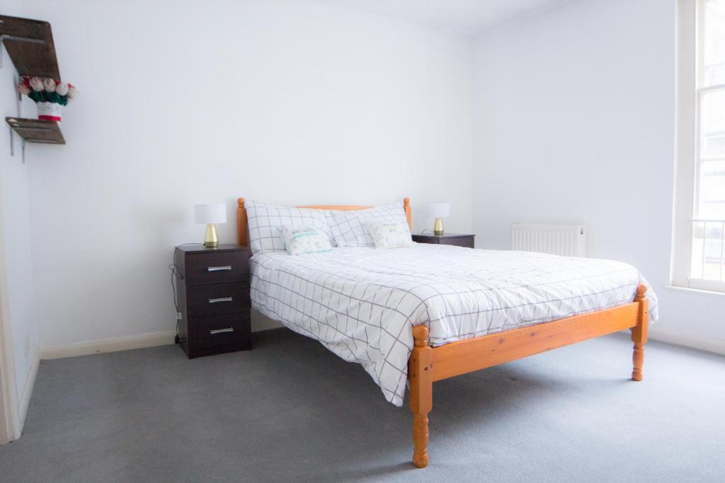 """Cama ou camas em um quarto em Paddington Gorgeous """"Mews House"""" in Central London"""