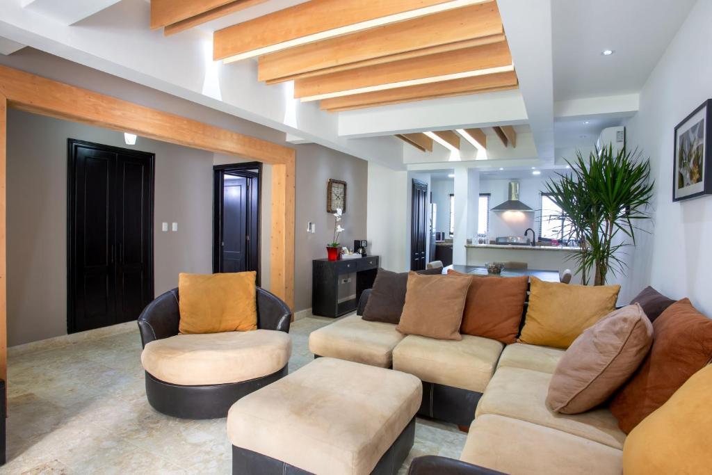 Un lugar para sentarse en Chateau Del Mar Ocean Villa