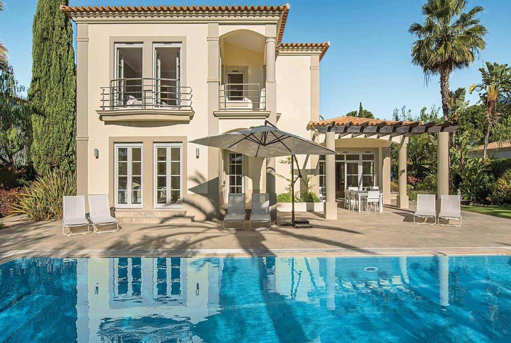 Booking.com: Barros da Fonte Santa Villa Sleeps 8 Air Con ...