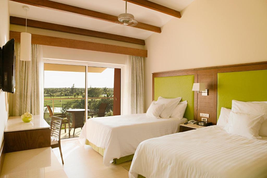 Una cama o camas en una habitación de Barceló Bávaro Palace All Inclusive