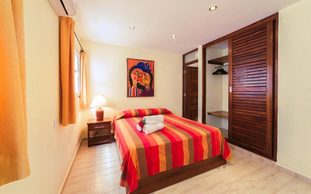 Una cama o camas en una habitación de Hotel Las Palmeras