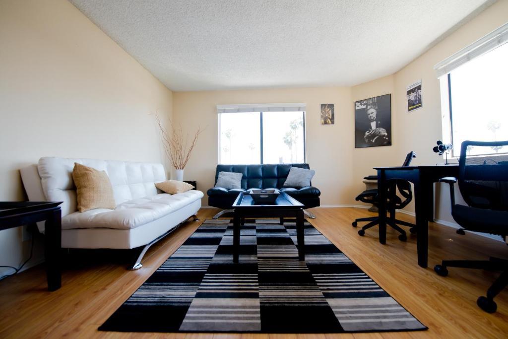 apartment w hollywood actors apt los angeles ca. Black Bedroom Furniture Sets. Home Design Ideas