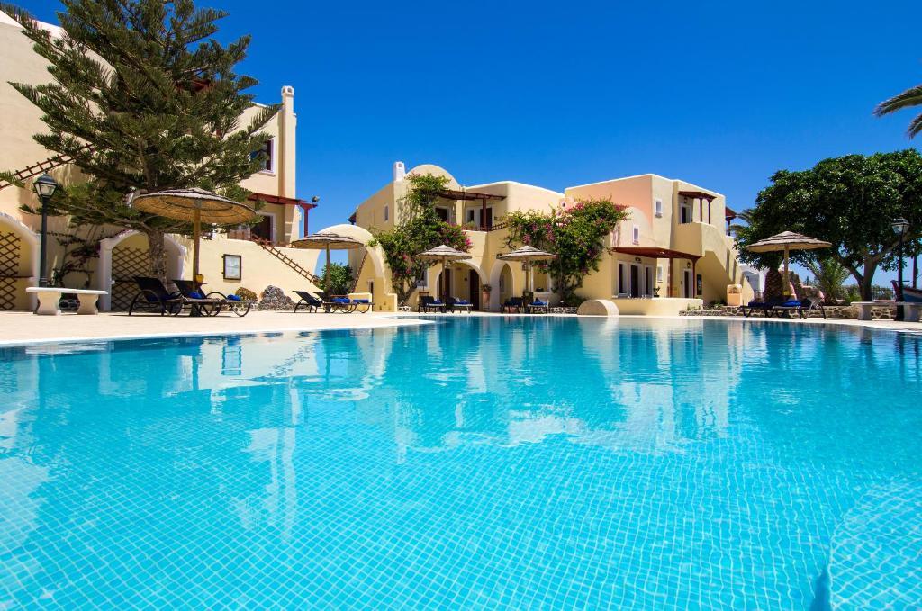 A piscina localizada em Smaragdi Hotel ou nos arredores