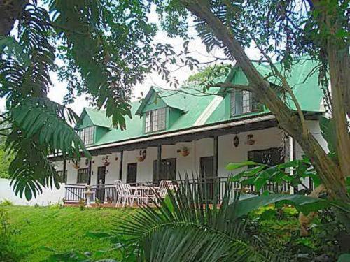 La Familia Guest House