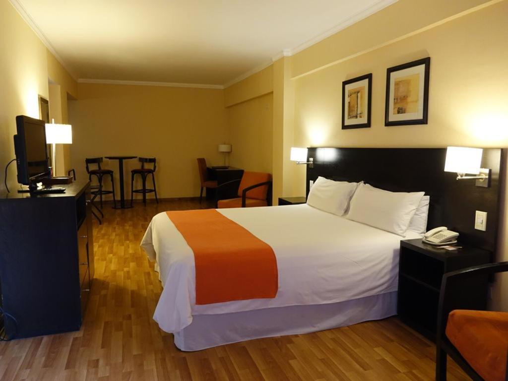 Cama ou camas em um quarto em Duomi Plaza Hotel