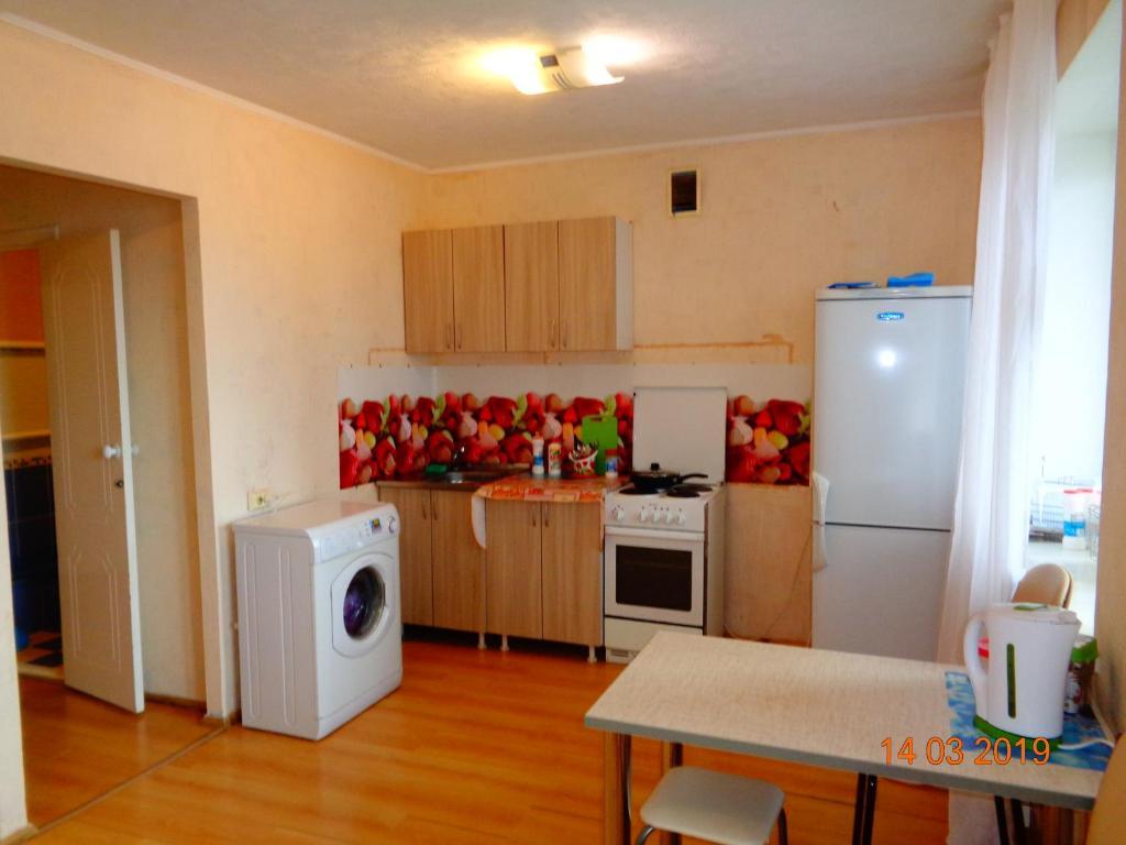 مطبخ أو مطبخ صغير في 1-к на Учебной 8