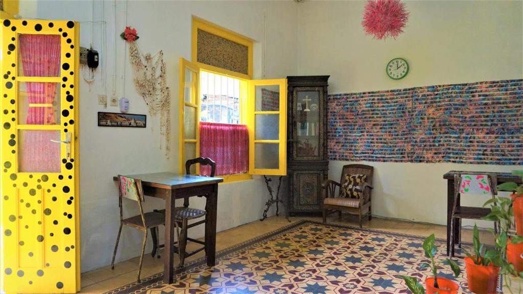 Una televisión o centro de entretenimiento en Benetta House