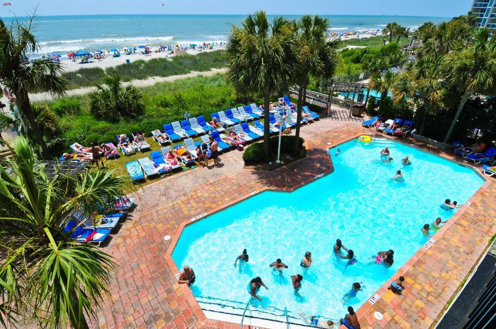 Una vista de la pileta en Sea Crest Oceanfront Resort o alrededores