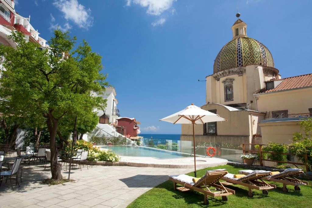 A piscina localizada em Hotel Palazzo Murat ou nos arredores