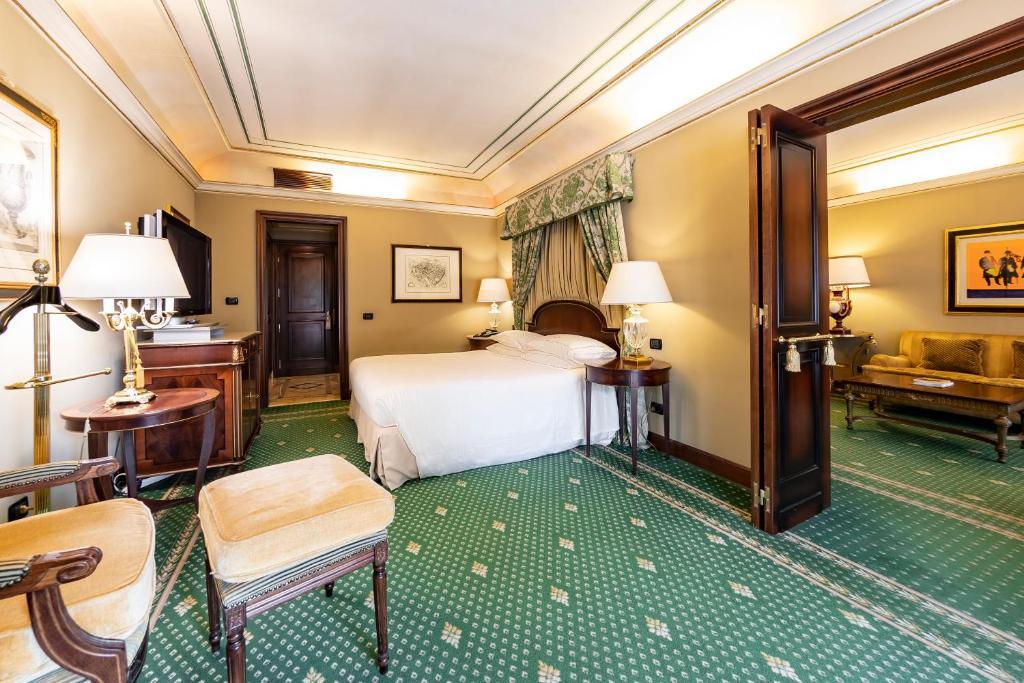 Cama ou camas em um quarto em River Chateau Hotel