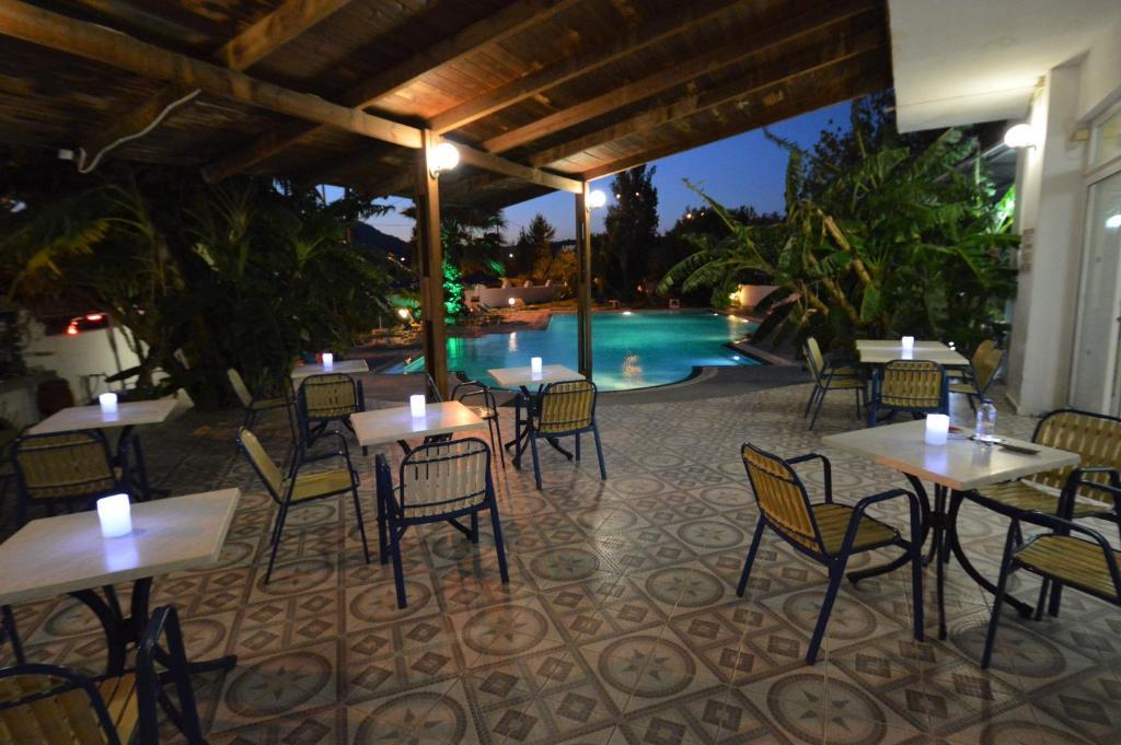 Sotirakis Hotel room 4