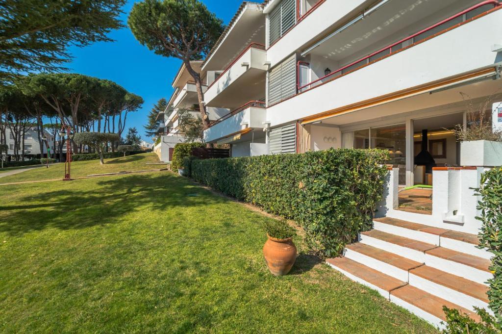 Booking.com: Calella de Palafrugell Apartment Sleeps 4 Pool ...