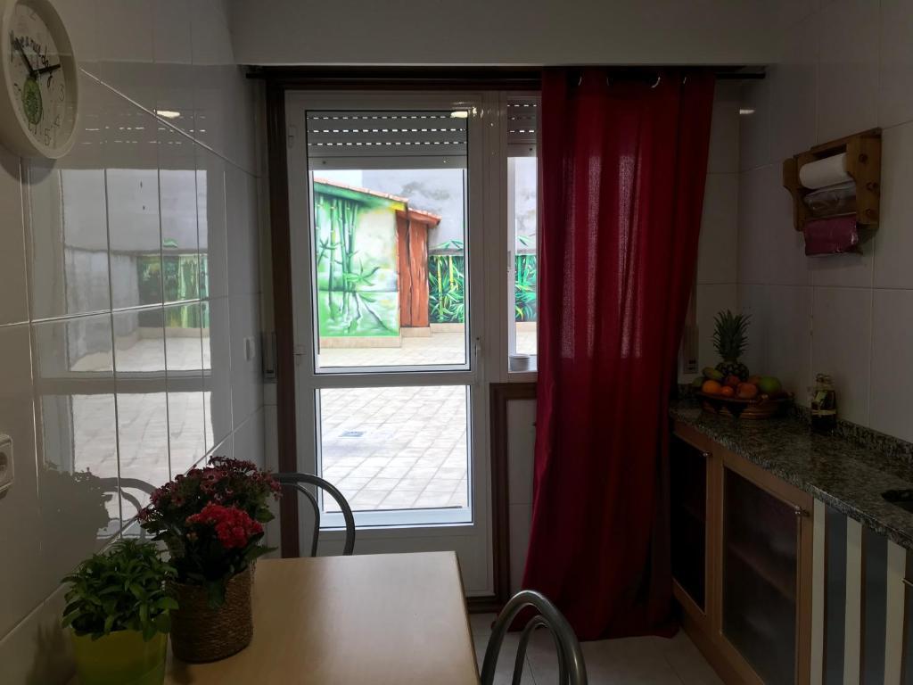 APARTAMENTO CENTRO CON PARKING (España Ourense) - Booking.com