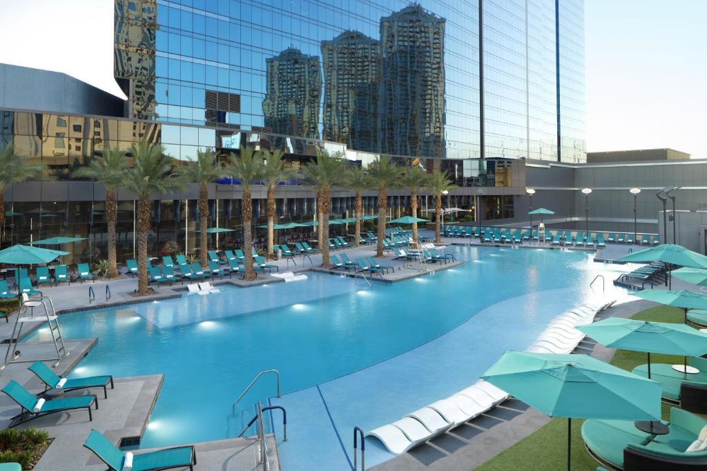 La pileta dentro o cerca de Elara by Hilton Grand Vacations - Center Strip