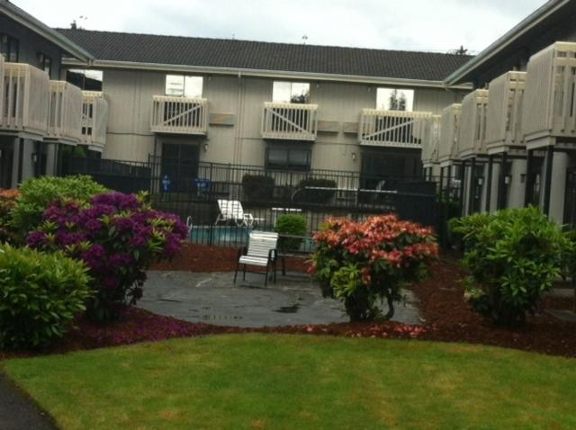 Howard Johnson Inn and Suites Tacoma