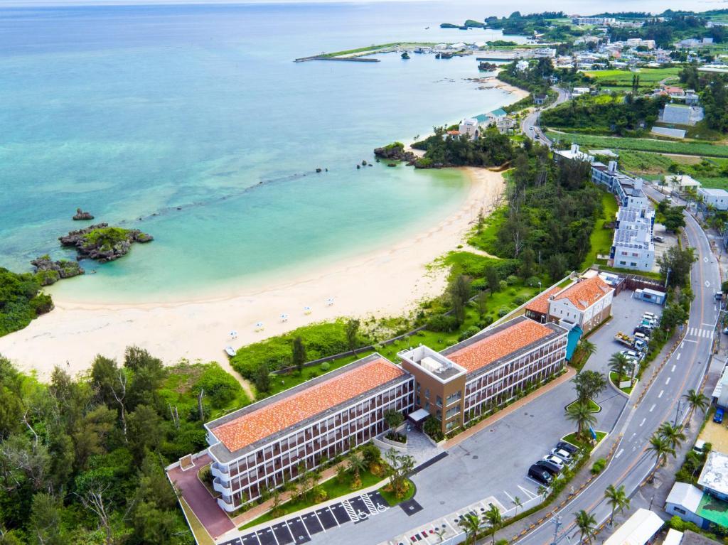 Una vista aérea de Best Western Okinawa Onna Beach