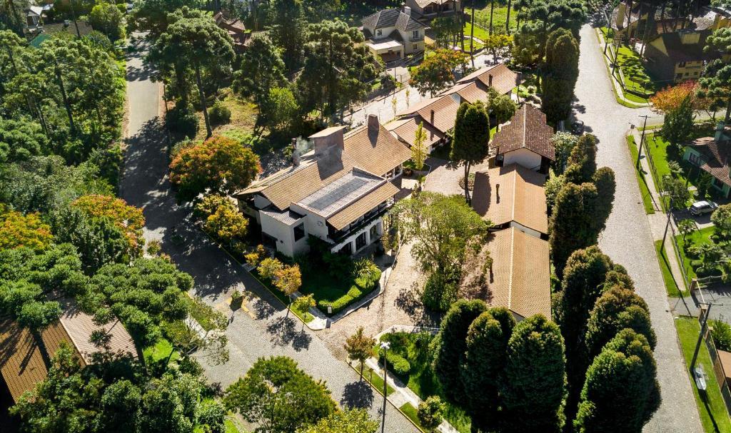 Uma vista aérea de Vila Suzana Parque Hotel